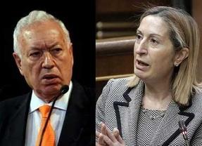 Los ministros tratan de esquivar los 'golpes' dirigidos a Rajoy: Ana Pastor pide dejar actuar a los tribunales y Margallo, esperar al momento oportuno