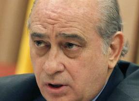 El ministro del Interior corrige a Gallardón: el Gobierno sí ve inconstitucional el matrimonio gay