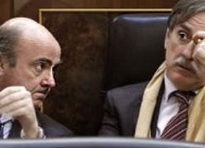 Valeriano Gómez traslada a De Guindos el fuerte malestar que hay en el PSOE con Rajoy