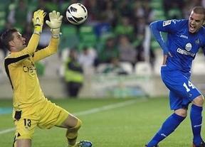 Codina y la suerte libran al Getafe de caer ante un Betis que mereció más (0-0)