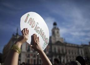 El PSOE, con la mosca del 15-M detrás de la oreja: ¿a quién beneficia un partido 'indignado'?