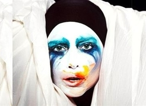 Lady Gaga estrena su single 'Applause' debido a