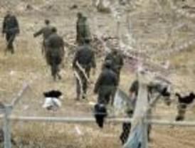 Decenas de subsaharianos intentan en Nochebuena saltar la valla que separa Melilla de Marruecos