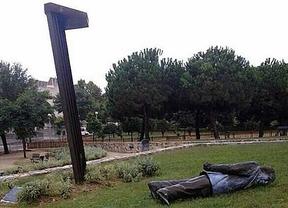 Derriban una estatua de Pujol en el primer pueblo que le concedió el título de hijo adoptivo