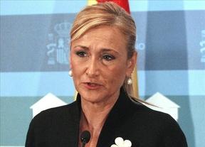 Más polémica: Cifuentes acusa a Ada Colau de apoyar a 'grupos proetarras'
