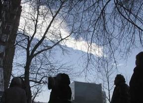 Aparecen los primeros fragmentos del meteorito que cayó en los Urales