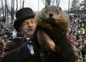 Phil la marmota cumple con el rito y avisa: habrá 6 semanas más de invierno