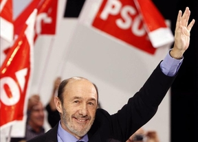 Rubalcaba alerta al electorado del PSOE de que están en juego