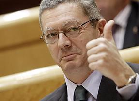 UGT tilda de 'regresivo' y 'franquista' a Ruiz-Gallardón por su ley de tasas