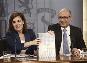 Bruselas afloja un poco el 'cinturón' a España: aprueba un nuevo cálculo del déficit que exigirá menos recortes