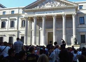 Policías, bomberos, sanitarios... tomaron los alrededores del Congreso y la sede del PP