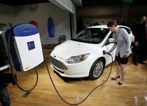 El parque de coches eléctricos en España se triplicará, hasta 18.000 unidades, en 2017
