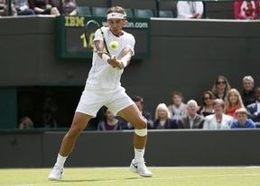 Nadal vuelve a remontar y se deshace de Rosol en Wimbledon (4-6, 7-6, 6-4, 6-4)