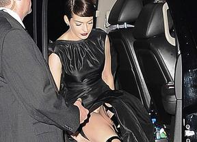 Anne Hathaway desnuda: pillada saliendo del coche sin ropa interior