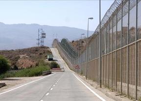 Cerca de 160 inmigrantes tratan de saltar la valla de Melilla