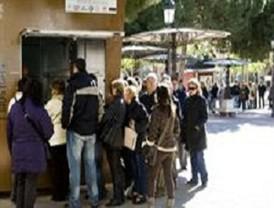 La caseta de la plaza Juan XXIII de Cartagena registra largas colas para comprar la entrada del Concurso de Chirigotas