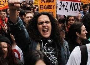 Cientos de estudiantes se manifiestan por el centro de Madrid contra los grados '3+2'