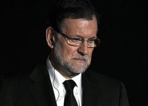 Rajoy viste la medida electoral de atender a los 'sin papeles' de