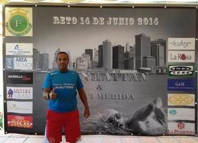 Javier Mérida intenta superar sus límites nadando alrededor de Manhattan