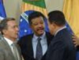 Sorpresiva y afortunadamente, Chávez, Correa, Uribe y Ortega terminan a los abrazos