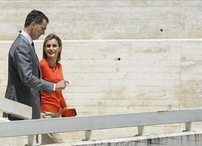 Los Reyes siguen presentándose a los líderes mundiales: hoy, en Portugal