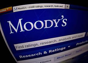 Moody's, más benévola que S&P, mantiene el rating de España y evita situarlo en 'bono basura'