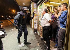 El 'otro Casillas': un camarero se convierte en héroe nacional por parar a los antidisturbios en su bar