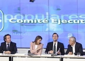 Rajoy pide a sus 'barones' más apoyo y más recortes en sus comunidades autonómas