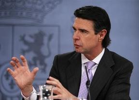 El ministro Soria confirma una bajada de la luz de hasta el 2,2%