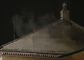 Sin sorpresas: fumata negra tras la primera votación del Cónclave