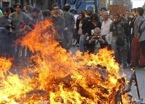 El centro de Barcelona arde por los ataques violentos de un grupo de encapuchados