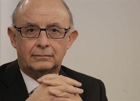 El Gobierno se emociona con la 'tijera': promete a Bruselas bajar el déficit 3 décimas más de lo previsto