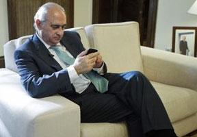 El ministro del Interior llamó al dueño de la finca ocupada por los sindicalistas para que lo denunciara