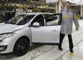 Rajoy presumió de crear 1.300 empleos en Renault, cuando cada día se destruyen más de 2.000