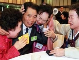 Surcoreanos se reencuentran con sus familiares