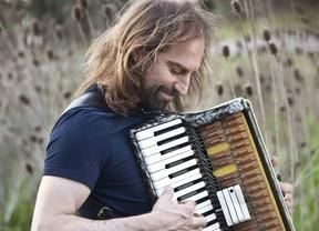 De Argentina y para todo el mundo: el enorme músico Chango Spasiuk nos trae a Europa 'su' chamamé