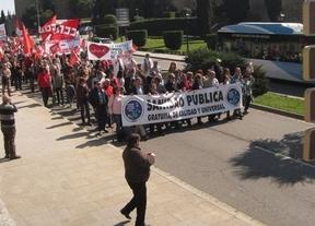 Varios centenares de personas se manifiestan en Toledo en defensa de la sanidad pública
