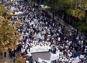 'Marea blanca' en Madrid contra los recortes en sanidad