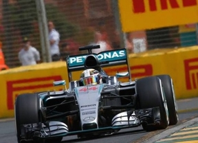 Hamilton manda en Albert Park y Sainz araña un valioso noveno