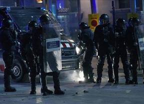 ¿Dejaron sin auxilio a policías nacionales los Mossos d' Esquadra en los incidentes violentos de la huelga?