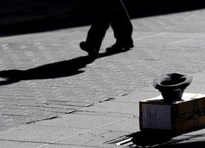Cifras engañosas: hay 'menos' pobres en España... porque la crisis ha tumbado el umbral