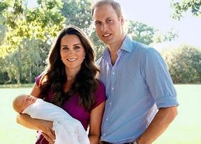 Kate Middleton y el príncipe Guillermo presentan en sociedad al pequeño Jorge