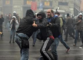 Una protesta contra la Expo de Milán termina con duros enfrentamientos entre policías y manifestantes