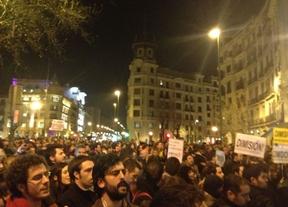 Génova se llena de manifestantes en una protesta contra los supuestos sobresueldos
