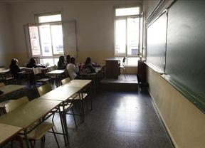 El profesorado de la pública desciende por primera vez en 20 años