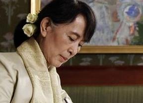 Suu Kyi recibe el Premio Nobel de la Paz tras 21 años y agradece haber puesto a Birmania en el mapa