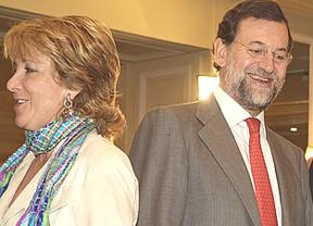 Aguirre ataca la subida de impuestos de Rajoy para defender a su sucesor