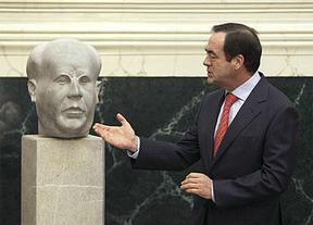 El PP esconde el busto de Azaña en el Congreso