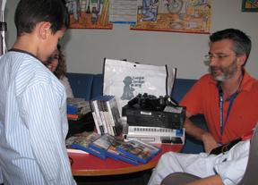 Los niños ingresados en el Clínico San Carlos reciben 23 nuevas consolas de la Fundación Juegaterapia