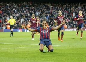 El equipo 'pasa' de los problemas del club en los despachos y sigue a lo suyo: jugar, golear y ganar (3-0, al Málaga)